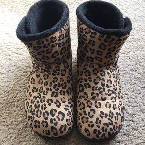 Vionic House-shoe Booties size 8 Leopard print